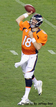 Peyton_Manning_throwing