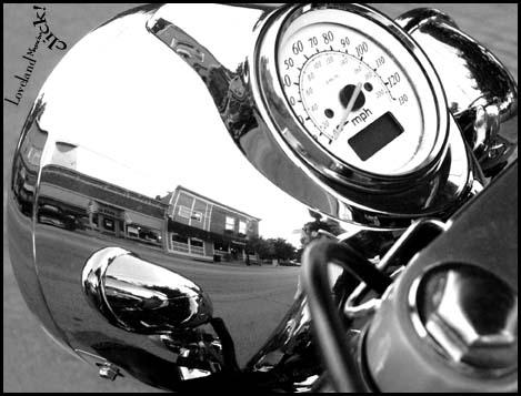 motorcycle_at_paxtons_2265
